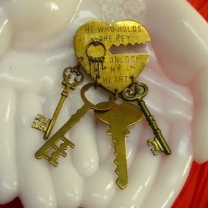 JAN MICHAELS Keys to My Heart Charm Brooch